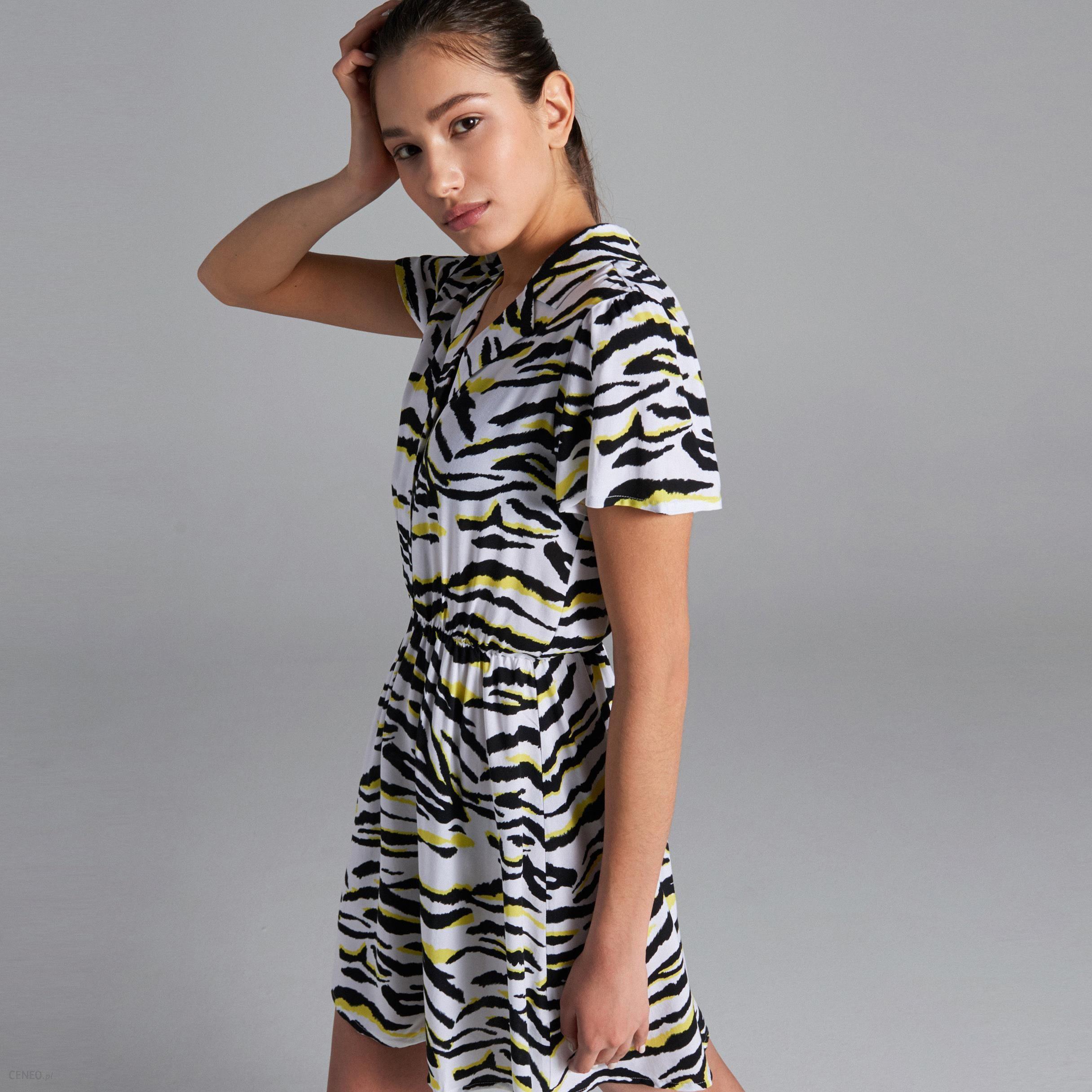 52da270dd1 Cropp - Sukienka w zwierzęcy wzór - Kremowy - Ceny i opinie - Ceneo.pl