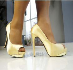 fce6c08516540 KOKIETKI Szpilki złote na platformie buty online 39