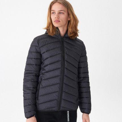 31b2a6df9425a Reserved - Pikowana kurtka o holograficznym połysku - Czarny - Ceny ...