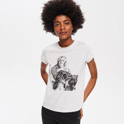 c092a174caccb0 Reserved - T-shirt z futrzanym napisem - Biały - Ceny i opinie ...