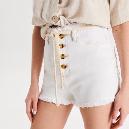 ae707ea481fc63 Cropp - Jeansowe szorty High Waist z paskiem - Biały ...