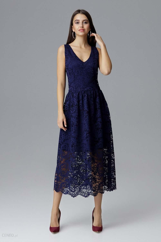 c79c260715 Granatowa Rozkloszowana Sukienka Koronkowa na Szerokich Ramiączkach -  zdjęcie 1