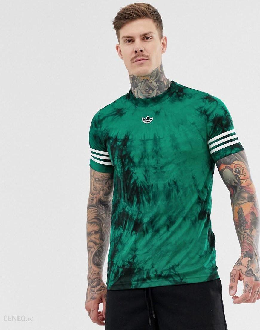 styl mody za kilka dni ujęcia stóp adidas Originals t-shirt with stripes and central logo in tie dye - Green