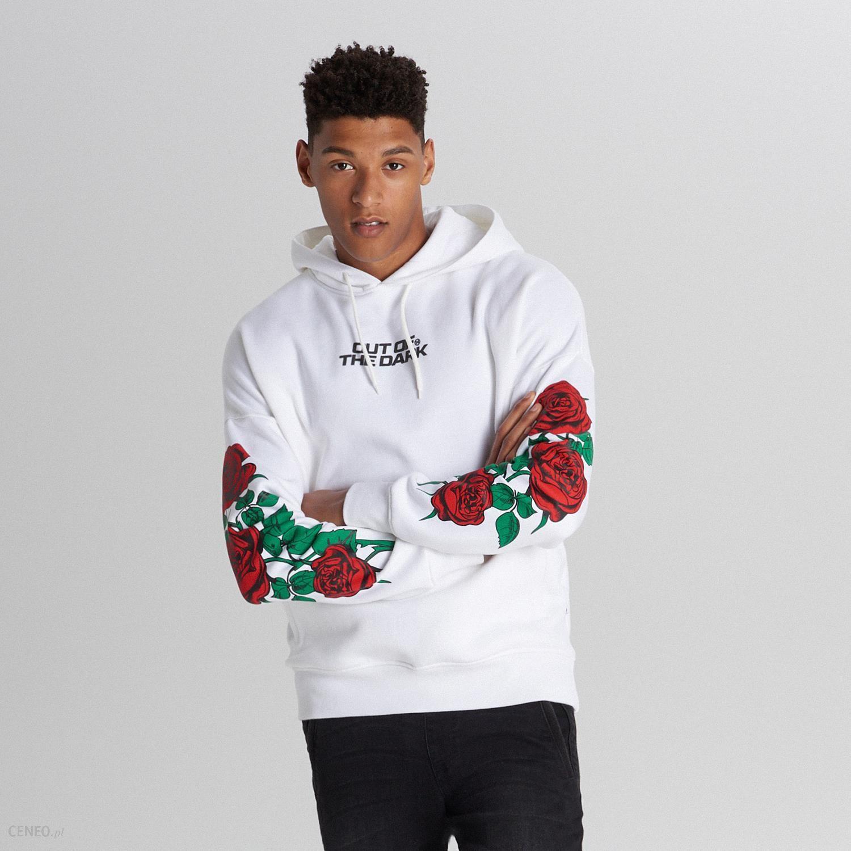 biała bluza z różami męska