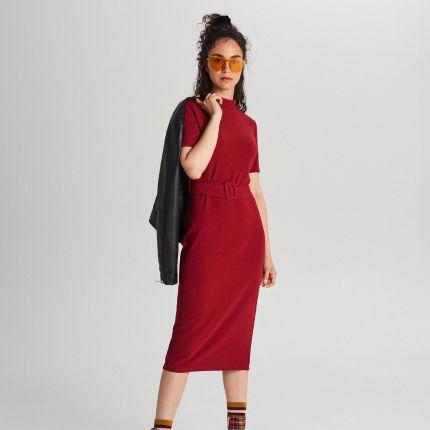 6de57b012725a1 Cropp - Dopasowana sukienka midi z paskiem - Bordowy ...