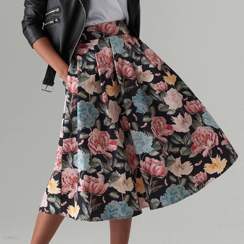 Rozkloszowana spódnica we wzory Mohito Spódnice damskie czarne w Mohito