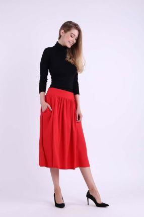Rozkloszowana czerwona spódniczka midi